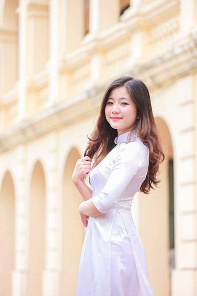 TRE TRUNG HON VOI TOC XOAN KHONG MAI
