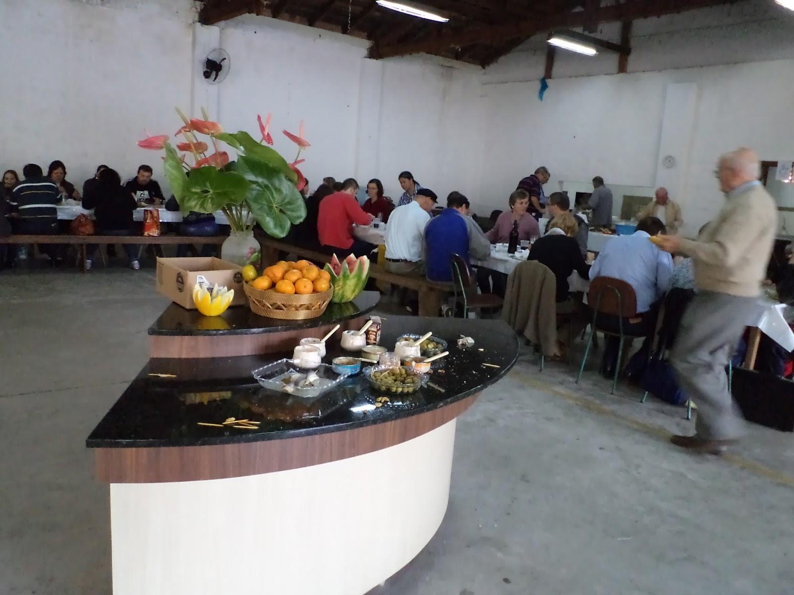e55024f8e7 Os coralistas do coro Masculino Liederkranz e seus familiares se reuniram  durante o almoço de hoje no galpão do centro cultural