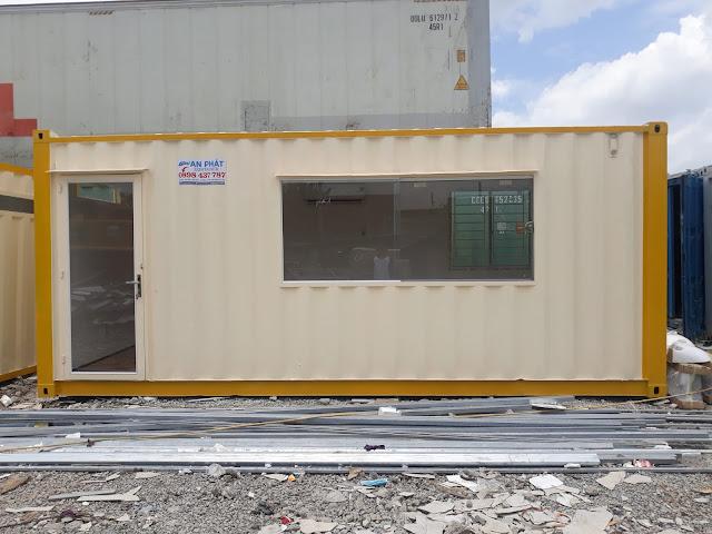 Container văn phòng 20 feet sang chảnh, cửa sổ lớn, cửa đi 100% kính cường lực chắc chắn. Nội thất với nền gạch men 60x60cm.