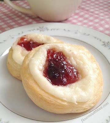 Easy-Strawberry-Cream-Cheese-Danish