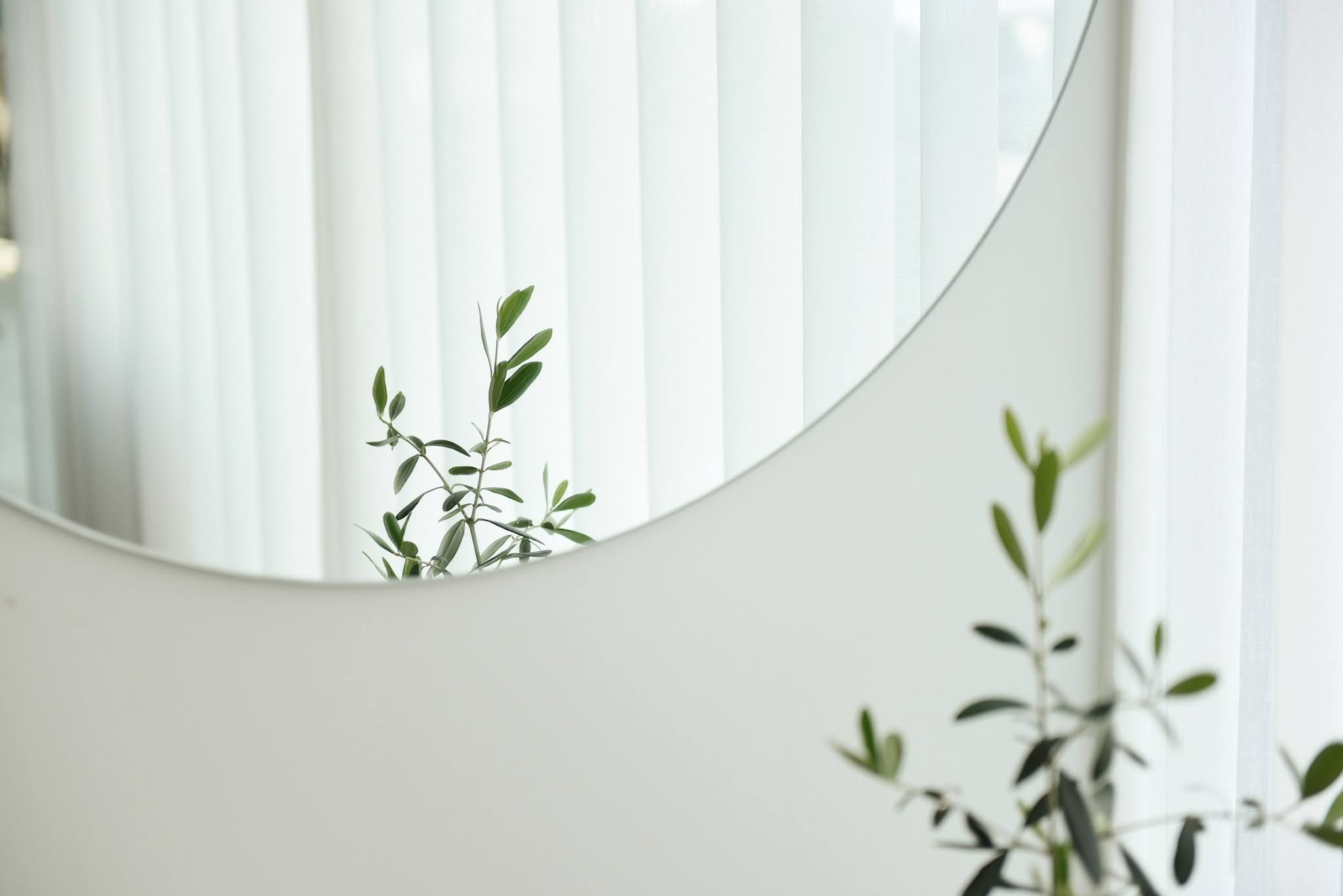 Image of a mirror https://unsplash.com/@by_syeoni