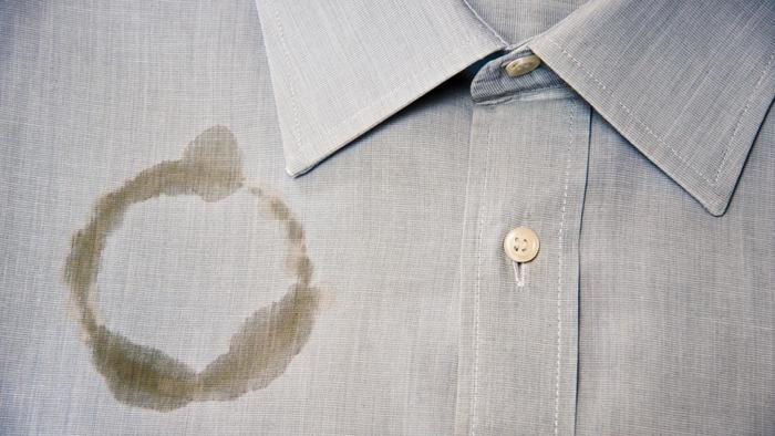كيف تتخلص من بقع الزيت على الملابس