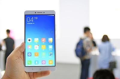 Mi Max hơn hẳn iPhone 6S Plus và Huawei P8 Max về thời lượng pin