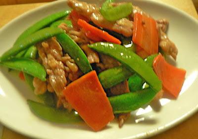 鶏肉とスナップエンドウ炒め