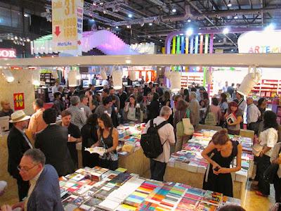 Edecanes en Ferias Libro