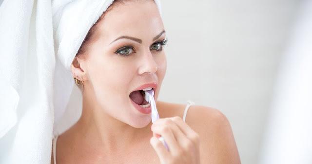 7 Cara Alami Untuk Menghilangkan Plak dan Karang Gigi