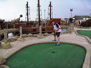 Minigolfer Richard Gottfried playing hole 12 of the Pirate Golf course in Hastings