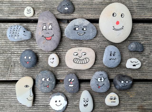 Steine mit Gesichtern bemalen: Eine einfache Anleitung & hilfreiche Tipps. Schritt für Schritt zeige ich Euch auf Küstenkidsunterwegs, wie Ihr Gesichter auf Steine malt und Gefühle dabei prägnant ausdrückt!