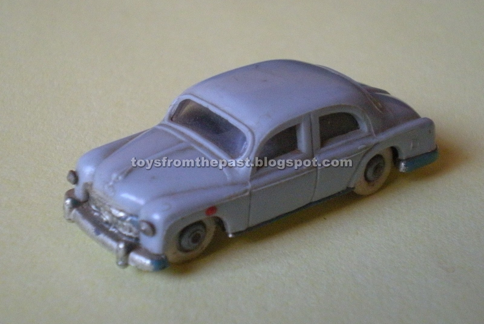 Toys from the Past: #745 ANGUPLAS/ MINI CARS - SEAT 1400 (Nr. 2) (1958)