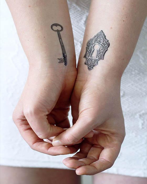tatuaje de pareja llave y cerradura