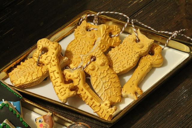 House warming cookies-key chain cookies, key cookies, owl cookies @www.thecookiecouture.com