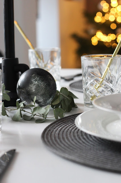 Kersttafel, Kerststyling, Kerstmis, Kerst2017, Tafelstyling, low budget, low budget tafel dekken, tips, PomPompartybox, feest