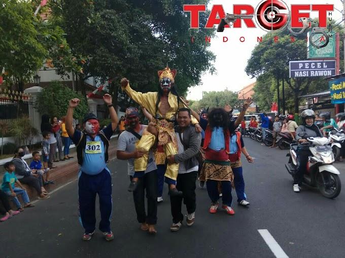 Unik Grup Gerak Jalan Forum Wartawan Pati Mewarnai Hari Jadi Kota Pati