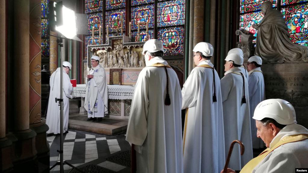"""""""Esta catedral es un lugar de culto, ese es su único y verdadero propósito"""", aseguró el arzobispo de París, monseñor Michel Aupetit / REUTERS"""