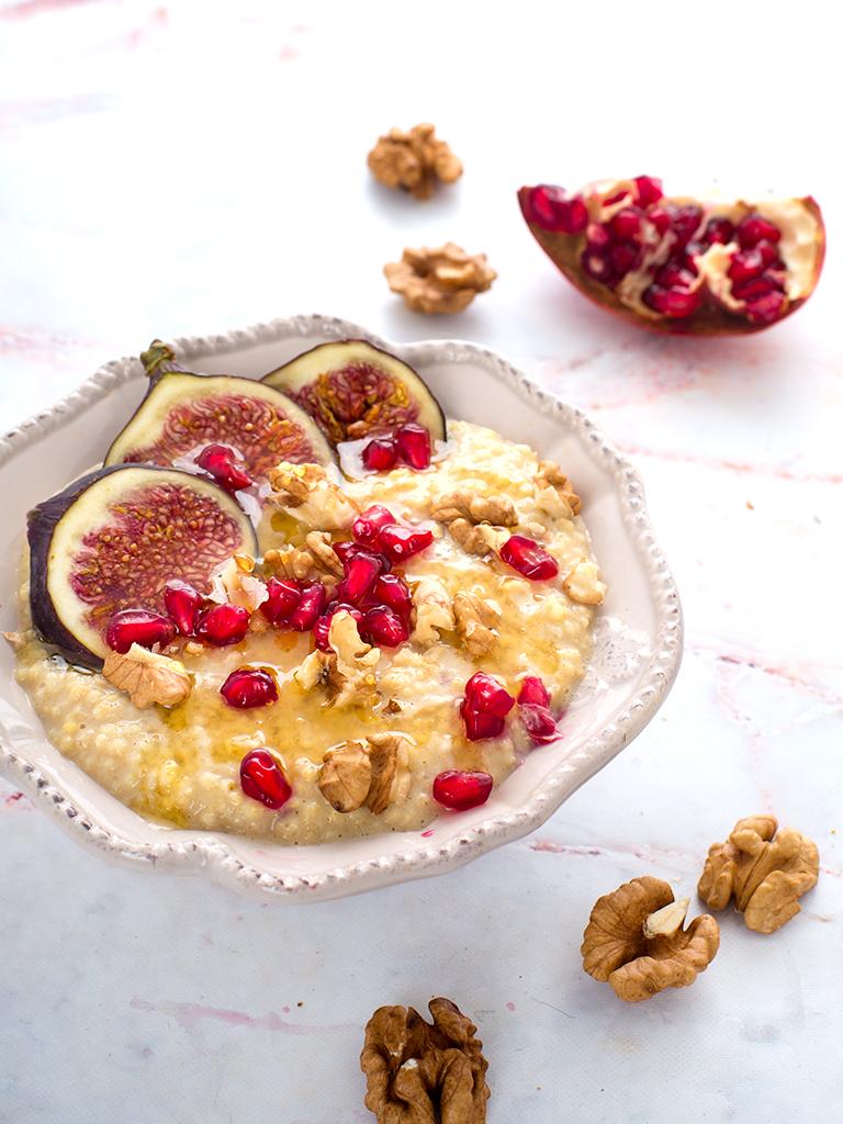 Pomaranczowo-orzechowa kasza jaglana z figami i granatem - przepis weganski, bezglutenowy, bez cukru
