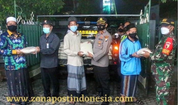 Polres Jember Gelontorkan 2 Ton Sembako Untuk PKL, Pesantren Dan Panti Asuhan