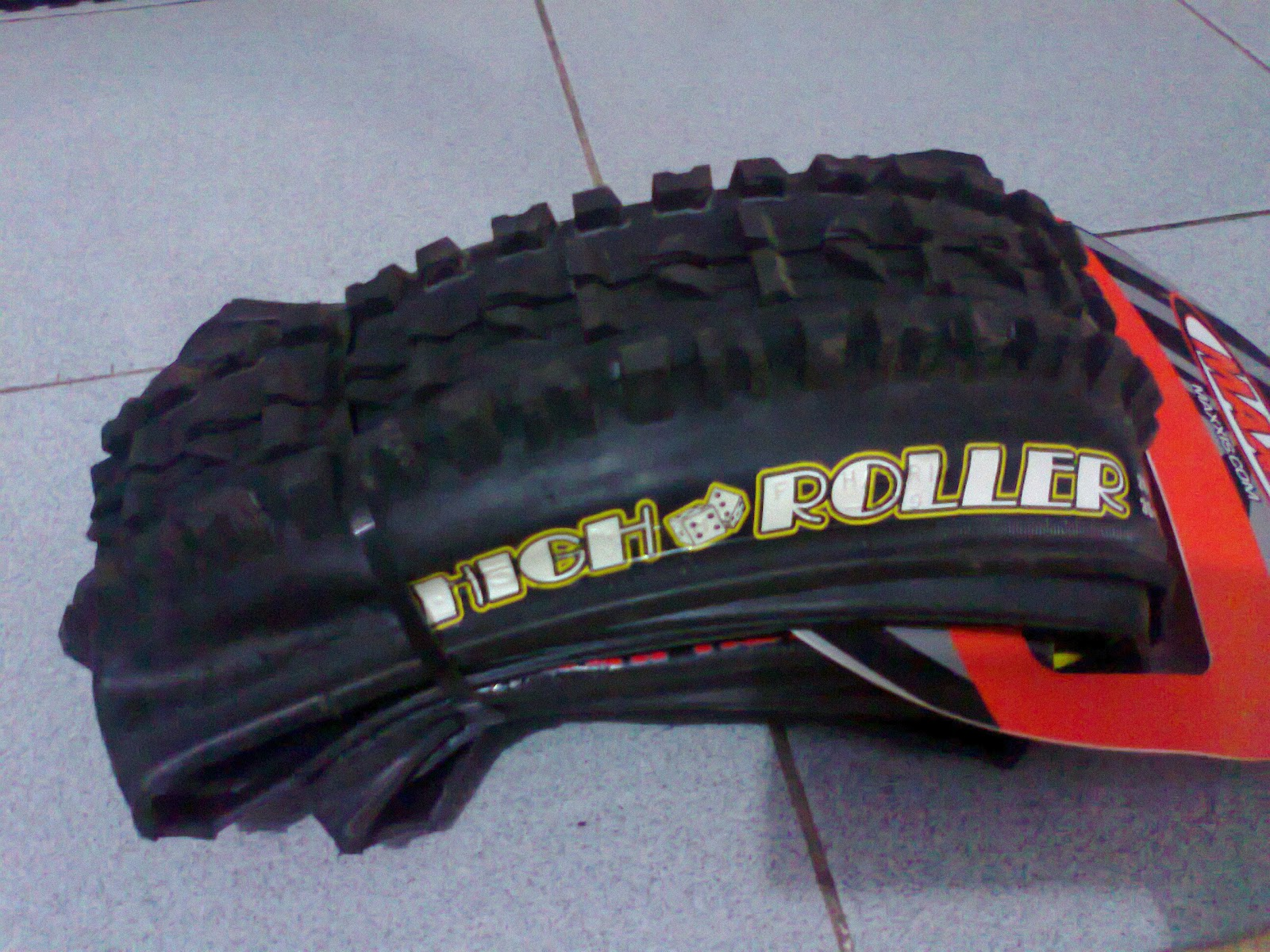 BORN TO BRUISE!: Folker AM 33 & Maxxis High Roller 2.35
