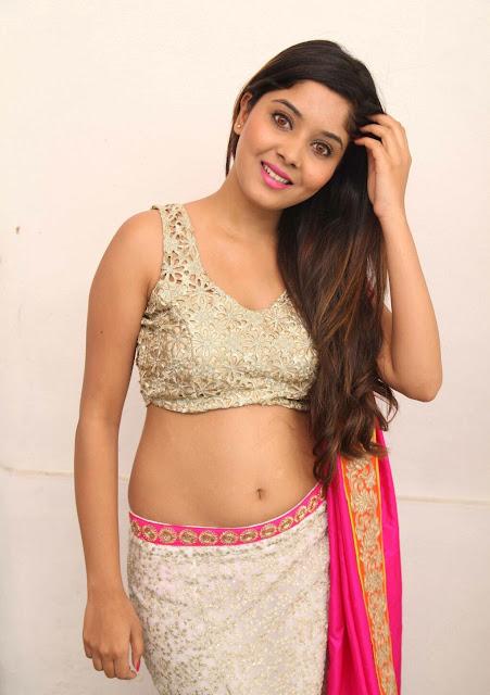 Aishwarya Shindogi navel show