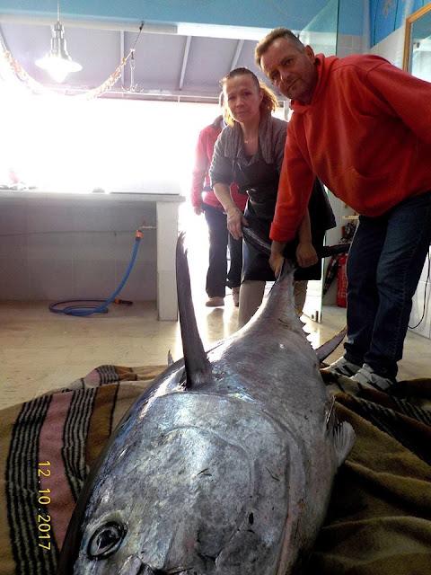Ψάρεψε τόνο... 165 κιλών!!!