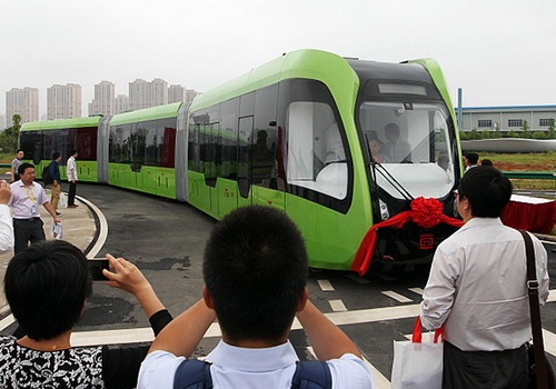 Tinuku CRRC Zhuzhou operates the first driverless and railless railway