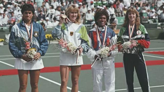 Mulheres tenistas posam com medalhas em Seul 1988