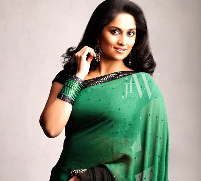 Murattu Kaalai Movie Stills: Stills Online: Shalini Ajith Latest Photo Shoot Stills