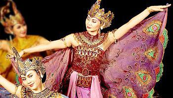 Tari Merak karya Seniman Sunda Raden Tjetje Somantri