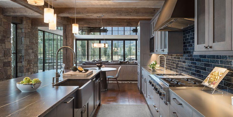 25 diseños de cocinas con salpicaderos de color negro