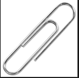 Untuk menyatukan berkas lamaran kerja harus menggunakan penjepit kertas atau paper clip
