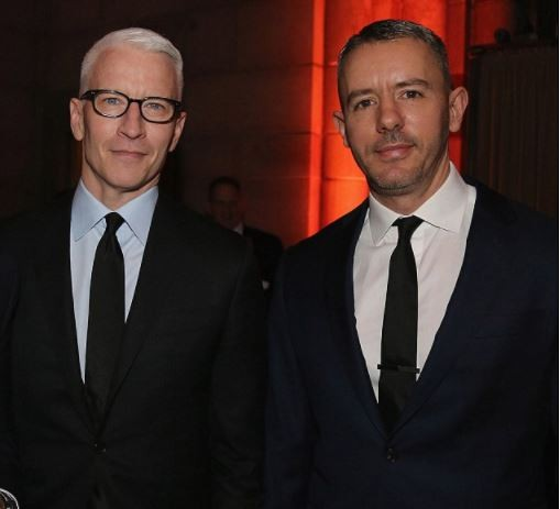 CNN anchor Anderson Cooper splits from his boyfriend of nine years 'for a younger doctor' (Photos)