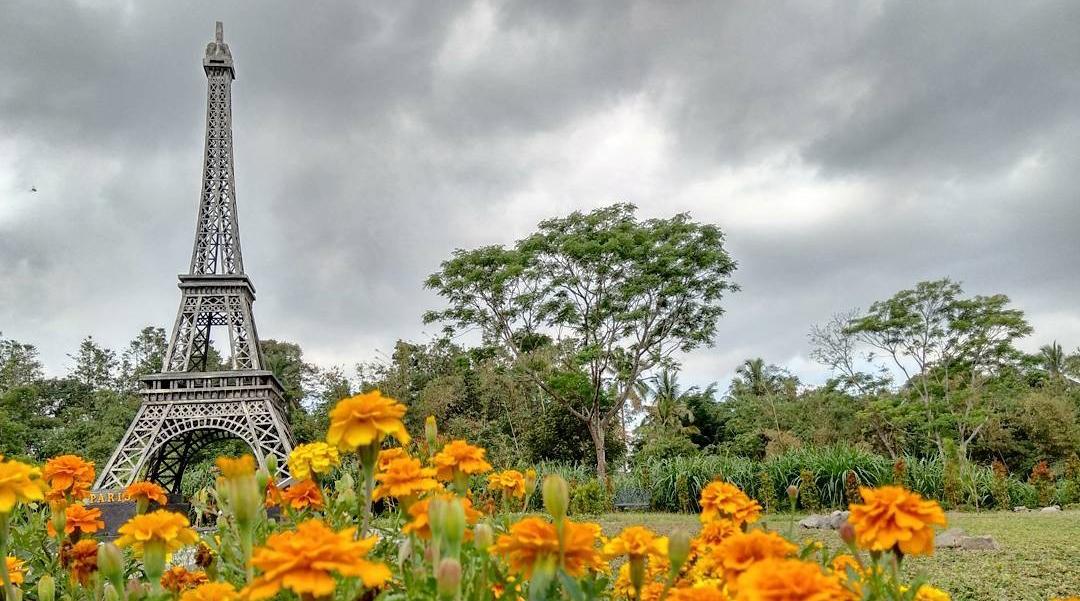 menara Eifel yang ada di Indonesia
