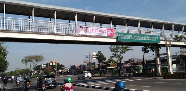 Spanduk Gatot-Anies Bertebaran Di Jakarta