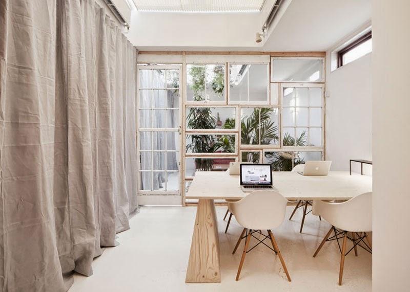 Cinco ideas de c mo hacer tus paredes con muebles for Muebles reciclados de diseno