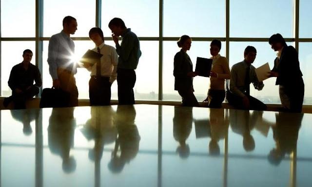 Μέσα στον Απρίλιο το νομοσχέδιο για τα εργασιακά - «Ξηλώνεται» το 8ωρο