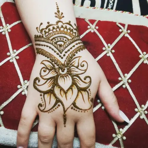 Leaves-with-jewelley-henna-design