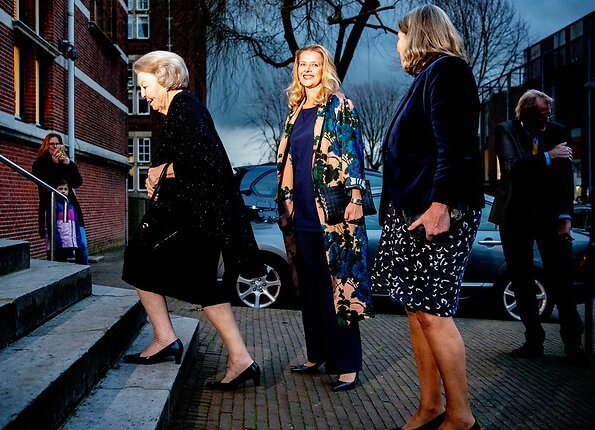 Princess Beatrix and Princess Mabel attended the presentation ceremony of the 6th Prince Friso Engineering Awards. floral coat