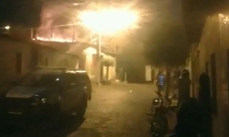 Marido flagra esposa com amante dentro de sua casa e incendeia imóvel em Brumado