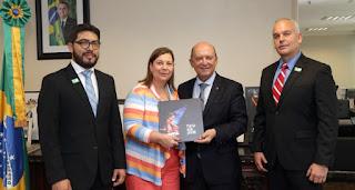 Presidente autoproclamado Juan Guaidó. que copia programas sociais braslleiro