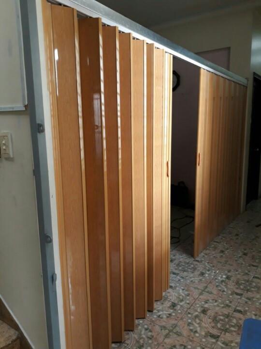 Thợ làm cửa xếp nhựa gấp lại được tại Tphcm Sài Gòn giá rẻ chuyên nghiệp uy tín chất lượng
