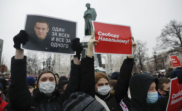 Moscow turned black with protesters, Navalny's wife was arrested