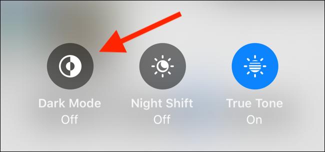 اضغط على Dark Mode للتبديل في منزلق Brightness لتمكين الوضع المظلم