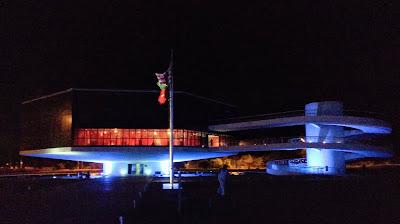 Estação Cabo Branco, em João Pessoa. É um prédio hexagonal e uma passarela em espiral.