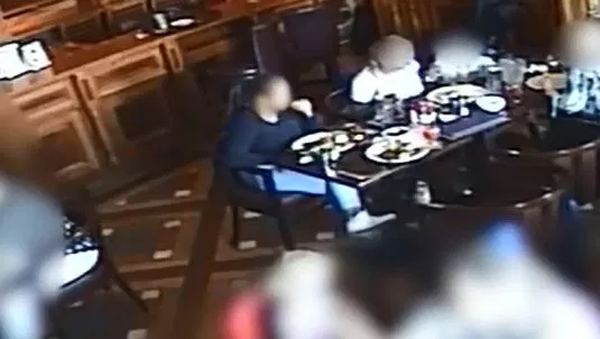 News, World, Hotel, Woman, Police, Complaint, CCTV, Shocking CCTV clip; Woman taking glass shards from her top and eating them