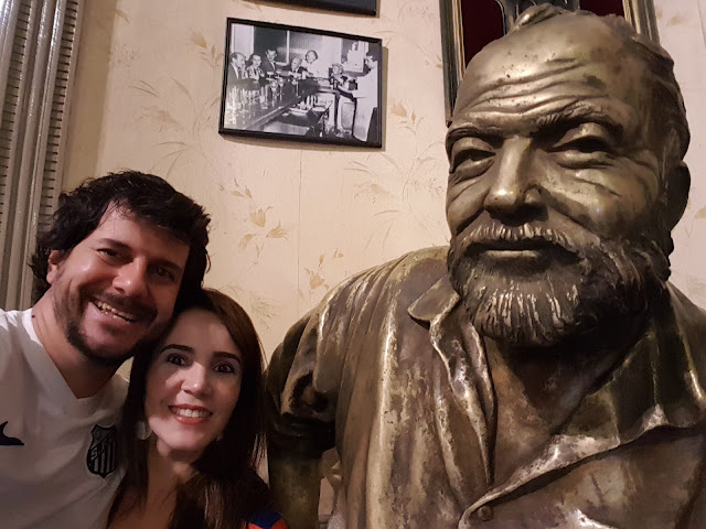 Selfie com o famoso Ernest Hemingway - La Floridita - Havana - Cuba