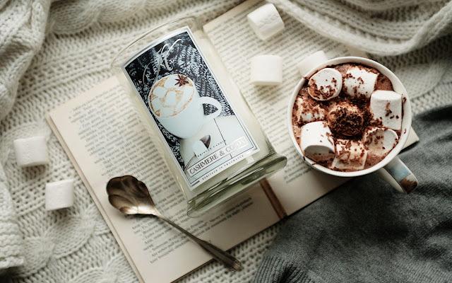 Najpiękniejsze zapachy Kringle Candle - Cashmere & Cocoa - Czytaj więcej »