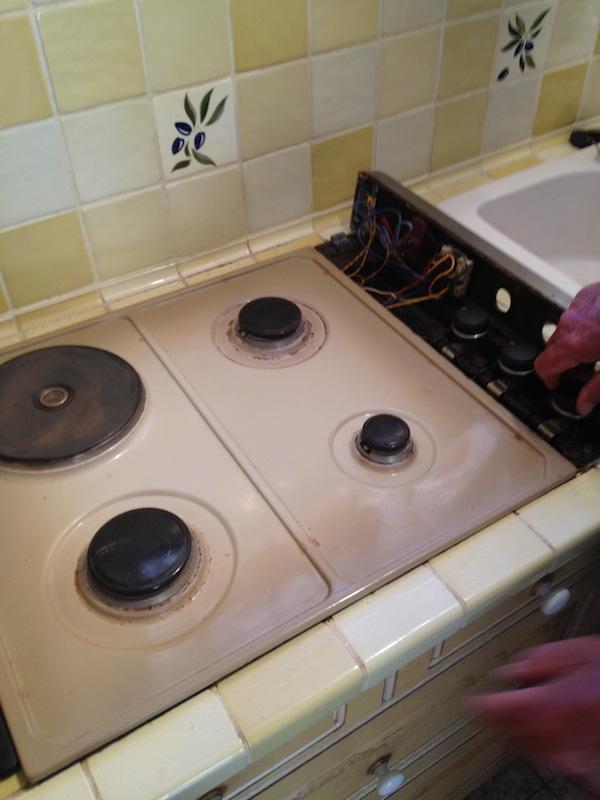 bidouilles r parations r paration d 39 une table de cuisson mixte gaz elec. Black Bedroom Furniture Sets. Home Design Ideas