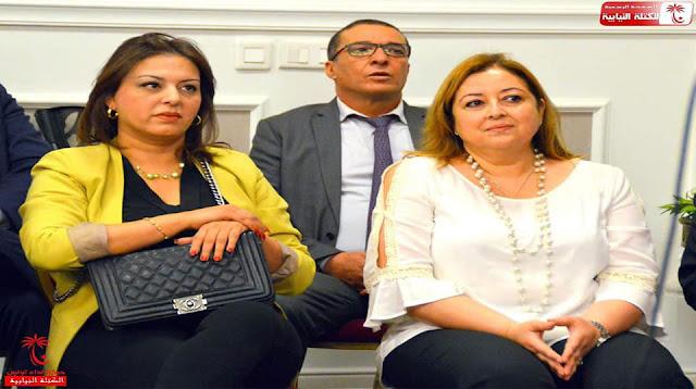 """تداول الثلاثاء 11 جوان نشطاء الفايسبوك صورة للنائبة عن نداء تونس أنس الحطاب خلال الندوة المشتركة للنّداء """"شق الحمامات"""" ومشروع تونس."""
