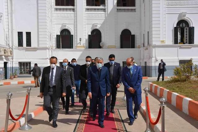 """محافظ المنيا  يسلم 26 جهاز عروسة للفتيات اليتيمات  مقدمة من صندوق """"تحيا مصر"""""""
