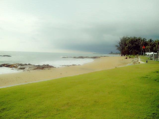 หาดเขาหลัก เป็นอีกสถานที่ท่องเที่ยวที่ขึ้นชื่ออีกแห่งหนึ่งของจังหวัดพังงา ป็นที่ชื่นชอบของนักท่องเที่ยวที่นิยมเล่นน้ำทะเล