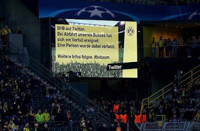 El vídeo marcador recoge el twitter informando del las explosiones al lado del autobús del Borussia Dortmund